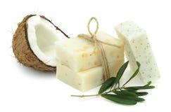 自然草本肥皂用橄榄和椰子油 图库摄影