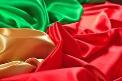 自然金黄,红色和绿色缎织品纹理 库存图片