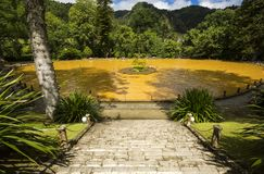 自然风景公园土地Nostra,巨大秀丽地方,温泉城水池,理想享受自然,圣地米格尔, cit海岛  库存图片