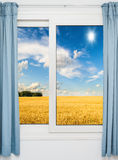自然风景有一个看法通过窗口 免版税库存图片