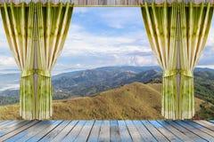 自然风景有看法通过与美好的绿色c的窗口 库存图片
