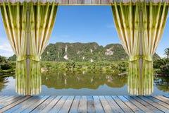 自然风景有看法通过与美好的绿色c的窗口 免版税库存照片