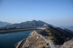 自然风景看法与水和山的 库存图片