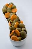 自然饮食食物 橄榄和红萝卜 棒谷物节食健身 饮食方式 库存图片