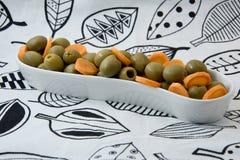 自然饮食食物 橄榄和红萝卜 棒谷物节食健身 饮食方式 免版税库存图片