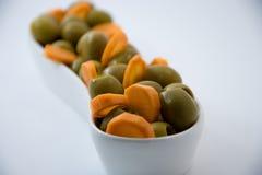 自然饮食食物 橄榄和红萝卜 棒谷物节食健身 饮食方式 免版税图库摄影