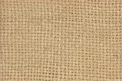 自然织地不很细粗麻布麻袋布黑森州的纹理咖啡大袋,轻的国家袋装的帆布,水平的样式,宏观背景 免版税库存照片