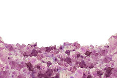 自然紫晶片断在白色的作为背景 免版税库存照片