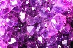 从自然紫晶的明亮的纹理 免版税库存照片