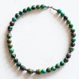 从自然绿松石小珠的老项链 库存照片