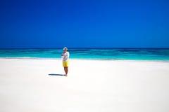 自然 海滨 享有在热带的愉快的自由的人生活被释放 免版税库存照片