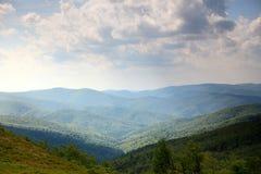 自然 绿色山风景在夏天 免版税库存照片