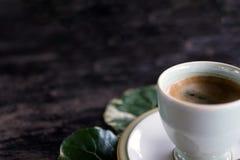 自然黑色木迷离背景咖啡  库存图片