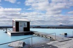自然b蓝色冰岛瓶子的盐水湖 免版税图库摄影