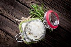 自然diy水晶腌制槽用食盐 库存图片