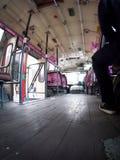 自由公开快速和愤怒的曼谷柴油引擎打开了与金属框架和木地板的空气 库存照片