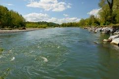 自由地蜿蜒的河给了de波城 免版税库存照片