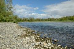 自由地蜿蜒的河给了de波城 免版税库存图片