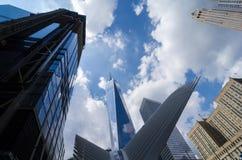 自由塔(1个WTC)和卡拉特拉瓦地铁站乐团在曼哈顿,美国 免版税库存照片