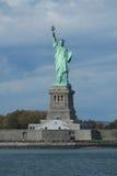 自由女神像在纽约港口 免版税库存图片