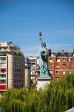自由女神像在巴黎 库存照片