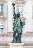 自由女神像复制品在散步des的Anglai尼斯法国 库存照片