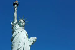 自由女神像,空白蓝天空间在纽约 免版税库存图片