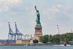 自由女神像- 2017年7月09日,自由岛,纽约Harb 库存图片