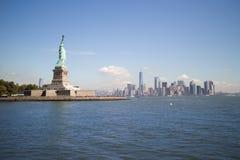 自由女神像&街市曼哈顿,纽约 库存照片