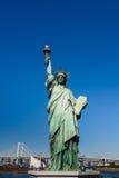 自由女神象反对天空的 库存图片