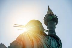 自由女神象在日落的 库存图片