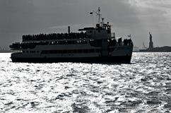自由女神象纽约港口 库存照片