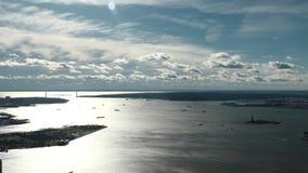 自由岛和加弗纳斯岛在哈得逊河末端上部海湾的 影视素材