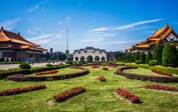 自由广场风景看法和拱道国家戏院和音乐堂蒋介石纪念堂在台北台湾HDR 免版税库存图片