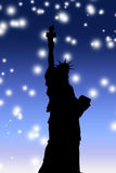 自由晚上满天星斗的雕象 免版税图库摄影