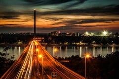 自由桥梁诺维萨德 免版税库存图片