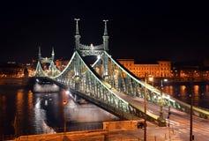自由桥梁nightscape,布达佩斯 免版税库存照片