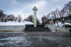 自由正方形在冬天,老镇在塔林,爱沙尼亚 免版税库存照片