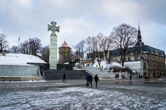 自由正方形在冬天,老镇在塔林,爱沙尼亚 图库摄影