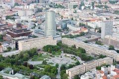 自由正方形(Namestie Slobody)在布拉索夫,斯洛伐克老镇  免版税库存图片