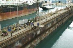 自由港造船厂的,大巴哈马岛造船厂工作者 免版税库存照片