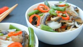 自由的面筋烤了teriyaki蘑菇和芦笋米线 股票录像