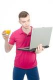 年轻自由职业者和计算机 免版税库存图片