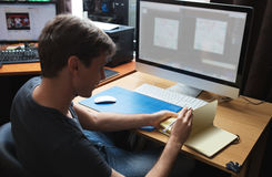 自由职业者的开发商或设计师工作 免版税库存图片