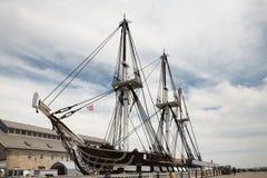 自由足迹的USS宪法老勇敢果断的人在波士顿 库存图片