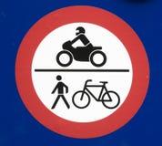 自行车、步行者和摩托车标志 免版税库存照片