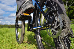 自行车乡下山 库存照片