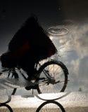 自行车人骑马 免版税库存照片