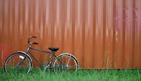 自行车倾斜 库存图片