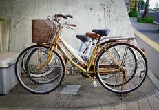 自行车停放室外在秋田,日本 免版税库存图片